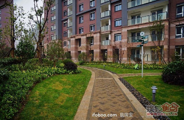 小区景观设计上,朗诗绿色街区充分考虑城市天际线美观效果,石闸湖自然